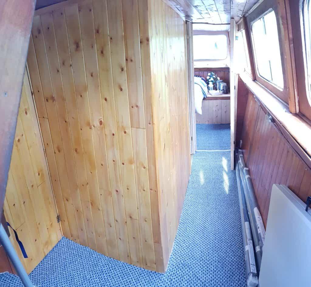Refuller Boat Inside Cabin